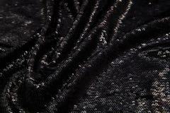 与衣服饰物之小金属片的长方形发光的黑织品 免版税库存图片
