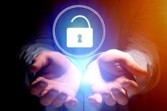 与衣物柜的安全概念开放在互联网应用- 免版税库存图片