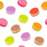 与被分类的五颜六色的macarons的无缝的样式在白色背景 免版税库存照片