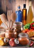 与被分类的食品和厨房器物的构成 库存照片