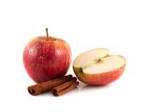 与被切的一半的被隔绝的湿红色苹果 免版税库存照片
