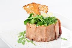 与被切的小牛肉舌头和riuccola的鲜美开胃菜 免版税库存照片