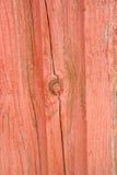 与被剥皮的红色油漆的木结构 图库摄影