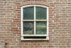 与被加强的玻璃的老窗口从关闭 免版税库存照片