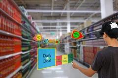 与被增添的和虚拟现实技术conce的聪明的零售 图库摄影