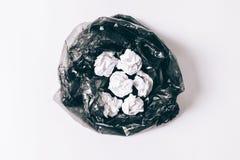 与被弄皱的纸的垃圾袋 免版税库存照片