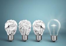 与被弄皱的纸,最佳的想法创造性的概念的电灯泡 免版税库存照片