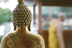 与被弄脏的修士的菩萨雕象 库存图片