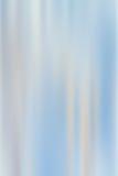 与被弄脏的垂直的光小条的蓝色抽象背景 免版税图库摄影