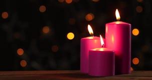 与被弄脏的闪耀的光的圣诞节蜡烛 影视素材