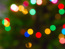与被弄脏的bokeh的美好的彩虹背景 快活的圣诞节 免版税库存照片