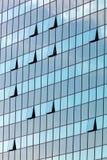 与被打开的窗口的玻璃门面 免版税图库摄影
