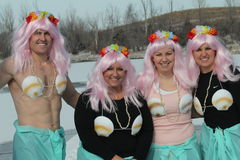 与被打扮的参与者的特殊奥林匹克内布拉斯加极性倾没 免版税库存照片