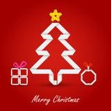 与被折叠的纸树的圣诞卡在红色背景 库存图片
