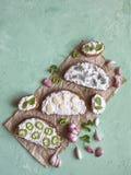 与被抹上的大蒜奶油的面包 开胃菜用蒜酱油 库存照片