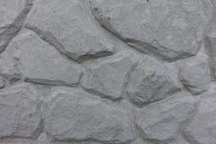 与被挤压的样式的浅灰色的混凝土板 免版税库存图片