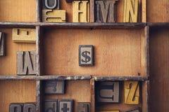 与被排版的木的美元的符号 免版税库存图片