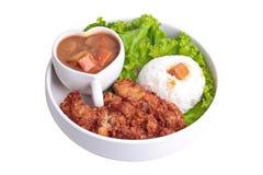 与被油炸的鸡和日本黄色咖喱的茉莉花米 免版税库存照片