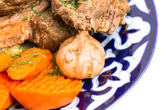 与被炖的菜混合的被烘烤的羊羔肉 免版税库存图片
