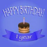 与被点燃的蜡烛的第一块生日杯形蛋糕 愉快的生日贺卡 免版税库存图片