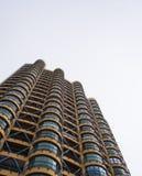 与被环绕的阳台的高居民住房,从的看法 免版税库存照片