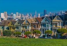 与被绘的夫人维多利亚女王时代房子的旧金山都市风景 库存图片