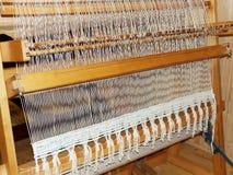 与被编织的物品的织布机 库存图片