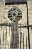 与被编织的球形的凯尔特十字架-苏格兰 免版税库存照片