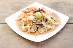 与被腌制的螃蟹的番木瓜沙拉 免版税图库摄影