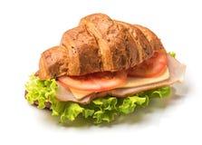 与被隔绝的嗡嗡声和蕃茄的新月形面包三明治 免版税库存图片