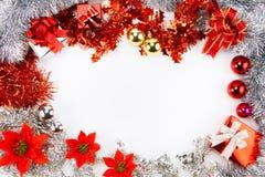 与被隔绝的白色空间的圣诞节闪亮金属片 库存图片