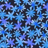 与被隔绝的蓝色手拉的花的无缝的花卉样式  免版税库存照片