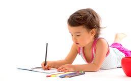 与被隔绝的多彩多姿的铅笔的美丽的小女孩图画 库存图片