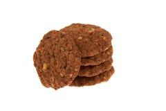 与被隔绝的巧克力片和坚果的生物谷物饼干 库存图片