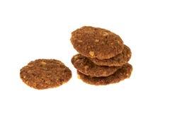 与被隔绝的巧克力片和坚果的生物谷物饼干 库存照片