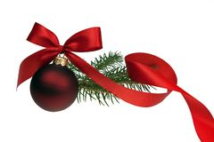 与被隔绝的红色丝带的圣诞节中看不中用的物品 免版税库存照片