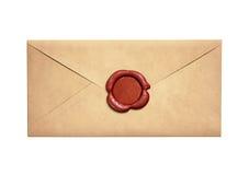 与被隔绝的红色蜡封印的老狭窄的信件信封 免版税库存图片