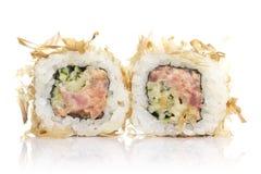 与被隔绝的金枪鱼削片的寿司卷 库存图片
