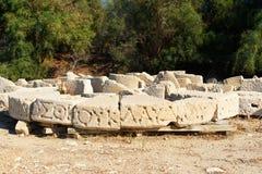与被雕刻的剧本的石头在古老Lycian市Patara 火鸡 免版税库存图片