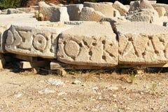 与被雕刻的剧本的石头在古老Lycian市Patara 火鸡 免版税库存照片
