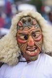 与被雕刻的木面具的狂欢节队伍 图库摄影