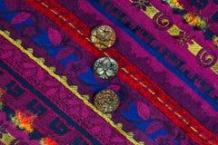 与被绣的装饰品和老按钮的葡萄酒带 免版税库存图片