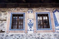 与被绘的装饰品的葡萄酒窗口 免版税库存照片