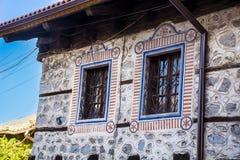 与被绘的装饰品的葡萄酒窗口 免版税库存图片