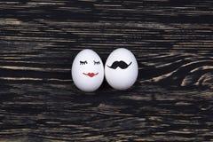 与被绘的面孔的滑稽的鸡蛋 免版税库存照片