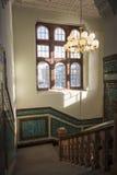 与被仿造的陶瓷砖的花岗岩楼梯间 免版税库存图片