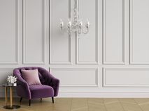 与装缨球扶手椅子和水晶枝形吊灯的经典内部 皇族释放例证