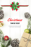 与装饰和礼物盒的圣诞节背景 免版税库存图片