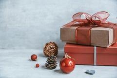 与装饰和礼物盒o的美好的圣诞节背景 库存图片
