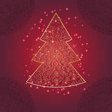 与装饰品和闪闪发光的圣诞树 免版税库存图片